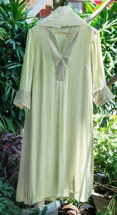 Beautiful cotton kurti with mirron/ resham embroidery. Stylish Dress Designs, Designs For Dresses, Dress Neck Designs, Stylish Dresses, Indian Look, Dress Indian Style, Indian Dresses, Indian Outfits, Indian Wear