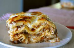 Classic lasagna with meat sauce Gourmet Cooking, Just Cooking, Cooking Recipes, Bechamel, Casserole Recipes, Pasta Recipes, Lasagna Bolognese, Good Food, Yummy Food