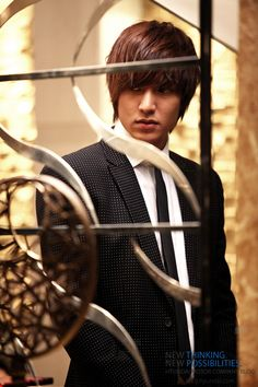 Really love his style in this drama.... City hunter... The stylish city hunter
