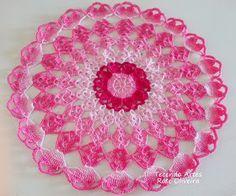 Tecendo Artes em Crochet: Toalhinha Colorida que Também fica linda como Sousplat.