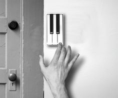 Piano key doorbell!  ohsolovelyvintage.blogspot.com
