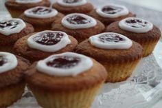 Bailey`s-kinuskikakku - Vaniljapullan keittiössä - Vuodatus.net Mini Cupcakes, Muffin, Breakfast, Desserts, Food, Morning Coffee, Tailgate Desserts, Deserts, Essen