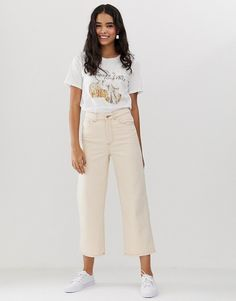 Shop Monki Mozik organic cotton straight leg cropped jeans in off white. With a variety of delivery, payment and return options available, shopping with ASOS is easy and secure. Shop with ASOS today. White Pants Outfit, Jeans Outfit Summer, Cropped Wide Leg Jeans, Straight Leg Pants, Asos, Denim Blanco, Look Jean, Neutral Outfit, Coton Biologique