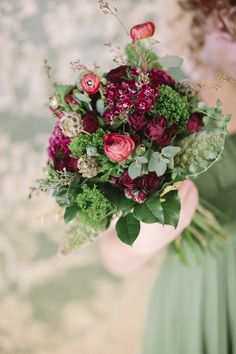 Bridal bouquet in deep reds and greens NarniaCreative_1032
