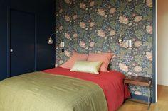 Une couleur intense pour renforcer l'ambiance de la chambre
