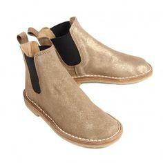 Golden boots!!... Fancy!!
