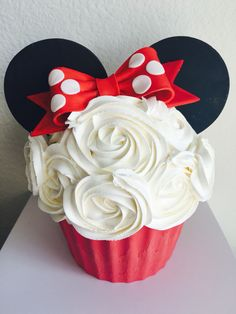 Minnie Mouse Jumbo Cupcake Cake | Smash Cake