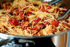 Bacon Tomato Capellini (note to self, try using half bacon fat half olive oil next time) Paella, Bacon Tomato Pasta, Olive Oil Pasta, Gourmet Recipes, Healthy Recipes, Capellini, Tasty Kitchen, Bacon Bits, Looks Yummy