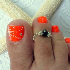 Stretch Toe Ring, Black Swarovski and Sterling Silver and the nail design Toe Nail Color, Toe Nail Art, Nail Colors, Acrylic Nails, Pretty Toe Nails, Cute Toe Nails, Fancy Nails, Pedicure Nail Art, Beach Pedicure