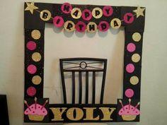 marcos para fiestas - Buscar con Google Party Photo Frame, Birthday Photo Frame, Party Frame, Photo Frame Prop, Birthday Frames, Diy Photo Booth, Birthday Diy, Birthday Party Decorations, Birthday Parties