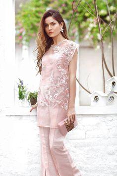Suffuse by Sana Yasir Latest Pakistani Dresses, Pakistani Outfits, Pakistani Couture, Pakistani Dress Design, Party Wear Dresses, Casual Dresses, Filipiniana Dress, Semi Formal Outfits, Shadi Dresses