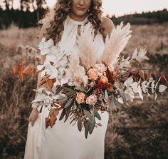 """𝐘𝐨𝐮 𝐚𝐫𝐞 𝐌𝐢𝐧𝐞 𝐒𝐭𝐨𝐫𝐲𝐭𝐞𝐥𝐥𝐢𝐧𝐠 on Instagram: """"Ich will mir später nicht die Frage stellen müssen warum ich nicht das getan habe was mir auf dem Herzen lag... ♥️ manche Dinge erfährt man…"""" Bridal Bouquets, Table Decorations, Inspiration, Instagram, Home Decor, Do Your Thing, Biblical Inspiration, Homemade Home Decor, Wedding Bouquets"""
