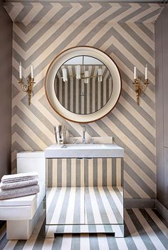 Wallpaper can work wonders for a bathroom // Statement Bathrooms