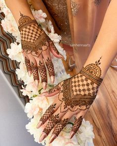 94 Easy Mehndi Designs For Your Gorgeous Henna Look Dulhan Mehndi Designs, Mehendi, Mehndi Designs 2018, Mehndi Designs For Girls, Mehndi Designs For Beginners, Modern Mehndi Designs, Mehndi Design Images, Beautiful Mehndi Design, Henna Hand Designs