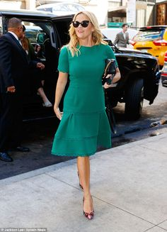 Make them green with envy like Reese in Oscar de la Renta #DailyMail Click to buy now