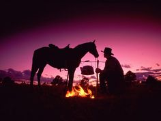 Cowboy and horse silhouette (from My Fotolog) Cowboy Horse, Cowboy Art, Cowboy And Cowgirl, Cowboy Poetry, Western Art, Western Style, Western Quotes, Western Photo, Westerns