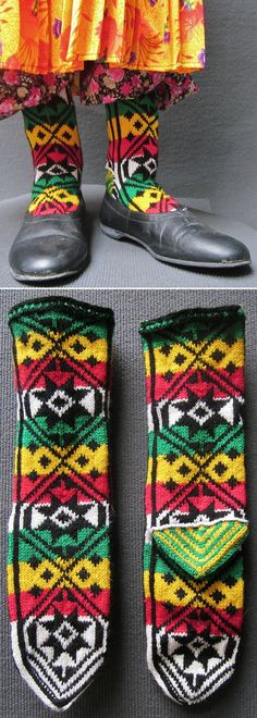 Handknitted woollen women's socks from the Şalpazarı-Tonya region (Trabzon province).  Circa 1990.  (Inv.nr. çor011 - Kavak Costume Collection-Antwerpen/Belgium).