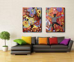 Sala de estar super colorida! Quadros em canvas 100x75cm com borda preta. Crie seu quadro com essas imagens!   https://www.onthewall.com.br/abstrato/tocando-jazz https://www.onthewall.com.br/abstrato/malabarista