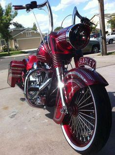 Nice Harley Davidson custom, love the color. Harley Bagger, Harley Bikes, Custom Harleys, Custom Bikes, Custom Baggers, Lowrider, Moto Logo, Side Car, Motos Harley Davidson