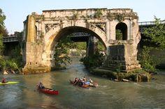 In canoa al Ponte Rotto