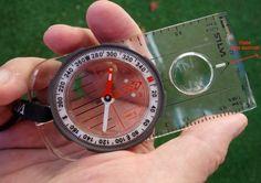Comment utiliser une boussole pour s'orienter en randonnée? Petit Camping Car, Cooking Timer, Picnic, Tutorials, Travel, Picnics