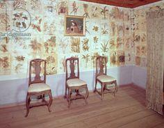 Interior with botanical wallpaper of the home of Carl Linnaeus, Hammarby, Uppsala, Sweden (photo) History Images, Art History, Carl Linnaeus, Elsie De Wolfe, Botanical Wallpaper, Uppsala, 18th Century, House Design, Interior