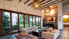 15 Living Rooms with Exposed Beams - http://www.house-decoratingideas.com/15-living-rooms-with-exposed-beams