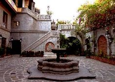 Cobble stones, cool patio with fountain in Intramuros in Manila. Filipino House, Filipino Art, Filipino Culture, Filipino Architecture, Philippine Architecture, Banaue Rice Terraces, Spanish Bread, Philippine Houses, Bahay Kubo