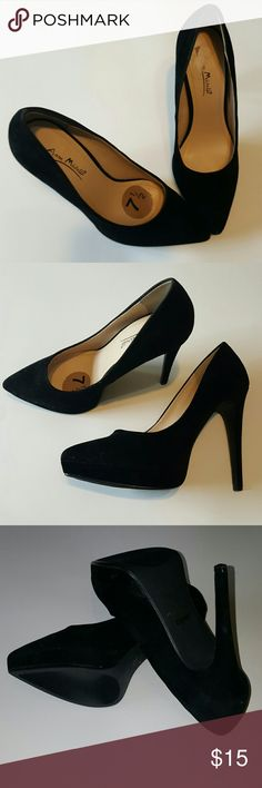 Pointed toe heels Very good condition with no rips or blemishes.  Hardly ever worn.  Vey soft felt type feel.  Any questions or comments please contact.  Willing to trade for Rocket Dog's Anne Michelle Shoes Heels