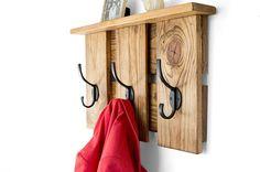 Entryway Coat Hooks – Coat Rack – Rustic Entryway Organizer – Reclaimed Wood – … Entryway Coat Hooks – Coat Rack – Rustic Entryway Organizer – Reclaimed Wood – Pallet Furniture – Pallet Coat Rack – Wall Coat and Key Hook - Aufbewahrung Rustic Coat Hooks, Entryway Coat Hooks, Rustic Entryway, Wood Pallet Furniture, Retro Furniture, Rustic Furniture, Cheap Furniture, Pallet Coat Racks, Diy Coat Rack