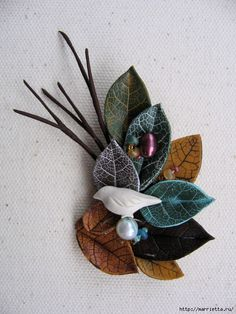 Autumn leaves from polymer clay. Site needs Google translate.