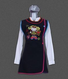 bata para educadoras Kids Vest, Apron Designs, Teacher Outfits, Little Girl Outfits, Scrub Tops, Fabric Patterns, Wetsuit, Preschool, Swimwear