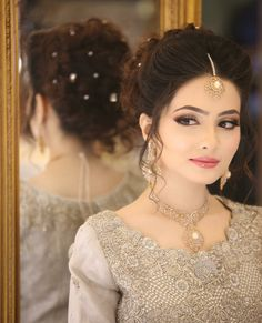 Get Easy & Beautiful Girls Hairstyle For Party 2018 With Images. It is challenge to reinventing new beautiful summer hairstyle. Bridal Hairstyle Indian Wedding, Pakistani Bridal Makeup, Indian Wedding Makeup, Bridal Hair Updo, Indian Wedding Hairstyles, Bride Hairstyles, Indian Makeup, Desi Wedding Dresses, Wedding Hairstyles