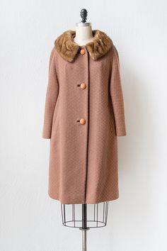 vintage 1960s light brown coat with fur collar