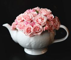 teapot centerpieces - bridal shower?