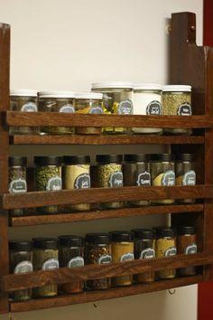 Most Creative Simple DIY Wooden Pallet Furniture Project Ideas - HomeBestIdea Pallet Spice Rack, Diy Spice Rack, Magnetic Spice Racks, Spice Storage, Spice Organization, Door Storage, Bedroom Storage, Bathroom Organization, Pallet Projects