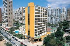 El Hotel Servigroup Castilla goza de una magnífica situación en una tranquila zona del atractivo y cosmopolita Benidorm, a tan sólo 500 metros de la Playa de Levante y a unos minutos del casco antiguo de la ciudad.