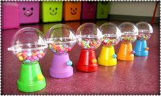 minis distributeurs de bonbons ( petit pot en terre et boule transparente)