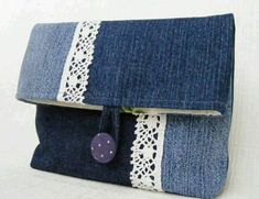 Have a pair of jeans that you no longer love? Here are some ways you can repurpose old jeans and turn them into awesome and handy crafts. Diy Jeans, Jean Crafts, Denim Crafts, Jean Purses, Purses And Bags, Denim Handbags, Denim Purse, Clutch Purse, Denim Ideas