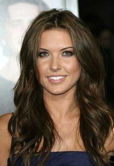 Fall hair color: dark brown with caramel pieces. / Hair & Beauty / Trendy Pics