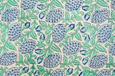 Tons Clairs, Tie Dye Crafts, Bleu Pastel, Vintage India, Textiles, Indian Fabric, Motif Floral, Quilts, Blanket
