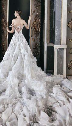 Stunning...  Pinned from https://issuu.com/arabianwoman/docs/aw__163_lores/c/s8akm6l via Alexis Marquez  #WeddingDress