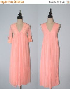 77a19d3c314b Vintage 1960s Lingerie Set / 60s 70s Peach Lingerie Gown & Matching Sheer Chiffon  Lace Peignoir Negligee Set of 2 / Extra Small