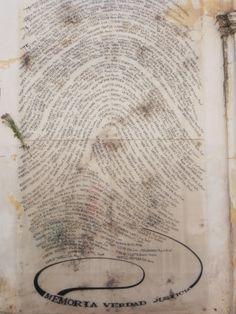 Fachada do museu, com nomes formando uma impressão digital. Museo de Sitio y Archivo Provincial de la Memória, Córdoba.
