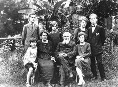Camillo Olivetti e la sua famiglia #personaggi #design #politica #adriano #olivetti #esempi