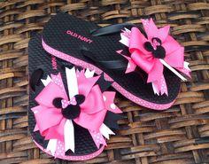 Minnie Mouse Flip Flops Disney Flip Flops Boutique by HipBowz - Beach time Ribbon Flip Flops, Flip Flop Shoes, Tongs Crochet, Havaianas Baby, Gq, How To Tie Shoes, Flip Flop Craft, Crochet Flip Flops, Macrame Bracelet Diy