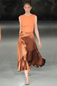 Explore the looks, models, and beauty from the Barbara Casasola Spring/Summer 2015 Ready-To-Wear show in London on 13 September with show report by Jessica Bumpus London Fashion Weeks, Olivia Palermo, High Fashion, Fashion Show, Fashion Trends, Tangerine Dress, Barbara Casasola, Metallic Pleated Skirt, Organza
