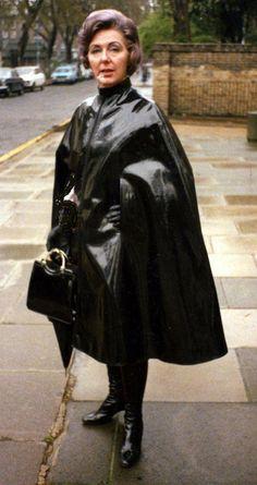 Trench Rain coat Outfit - Rain coat Waterproof Raincoat - Rain coat Dress Outfit - Classic Rain coat - Rain coat Fashion Show - Black Raincoat, Raincoat Outfit, Pvc Raincoat, Hooded Raincoat, Vinyl Raincoat, Black Rain Jacket, Rain Jacket Women, Raincoats For Women, Jackets For Women