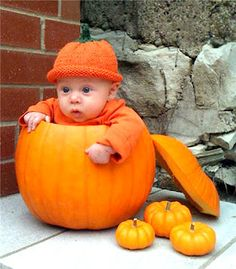 The pumpkin hat makes this baby Halloween pumpkin costume. The baby looks so cute. I am not sure the baby is happy to be in an actua. Cute Kids Halloween Costumes, Photo Halloween, Hallowen Costume, Toddler Costumes, Cute Costumes, First Halloween, Halloween Pictures, Baby Costumes, Funny Halloween