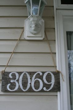 25 Modern & Affordable DIY House Number (Address Plate 25 Modern & Affordable DIY House Number (Address Plate) – Crafts and DIY Ideas Plate Crafts, Plate Design, House Front, Front Porch, Home Signs, Porch Decorating, Home Projects, Pottery Barn, Pottery Clay